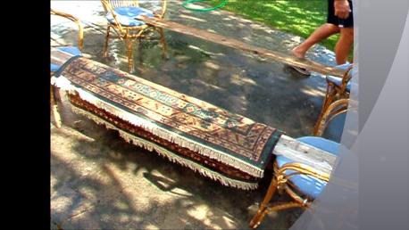 tenere sollevato il tappeto da terra