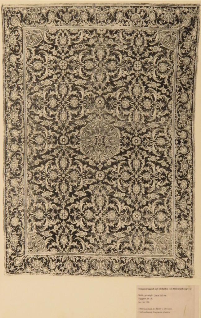 Tappeto Ottomano(290 x 217 cm), Cairo circa 1540-5. Acquisito nel 1905 come regalo da von Dirksen.