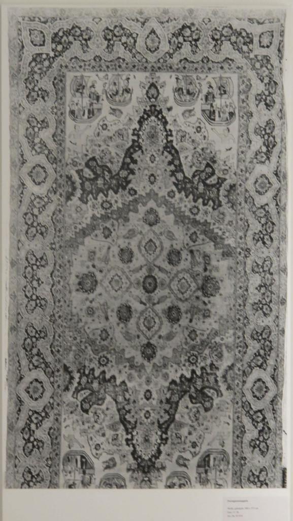 """Tappeto detto :"""" Portoghese"""" cm.500 x 252 Persia XVII secolo Acquistato a Parigi nel 1887"""