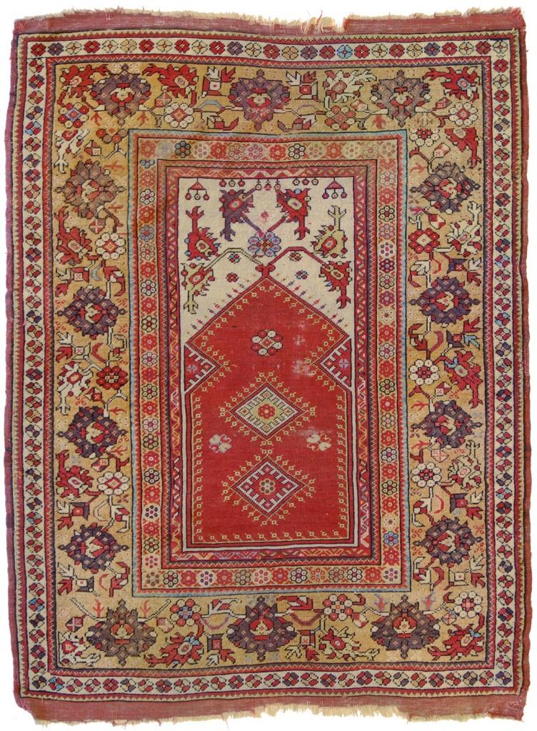 Splendido esemplare d'alta epoca che ricorda i tappeti denominati transilvania rinvenuti in alcuni monasteri in Romania ma anche in altri paesi dell'est. Eccellente lo stato di conservazione.