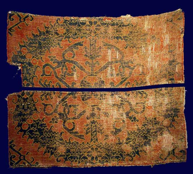 1-Frammento-in-due-pezzi-di-un-tappeto-Alcaraz-a-Ghirlande-Spagna-ultimo-quarto-del-XV-secolo-73x62-cm