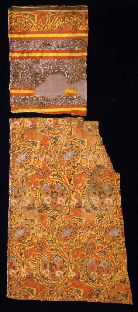 11.12-12-2002-Farverigt-tekstil-med-loever-og-griffer-f